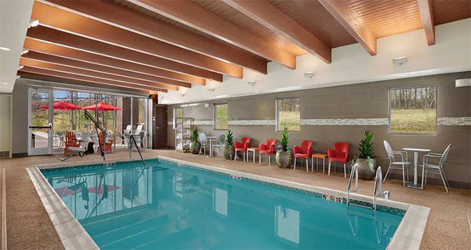 Hilton-Pool-01